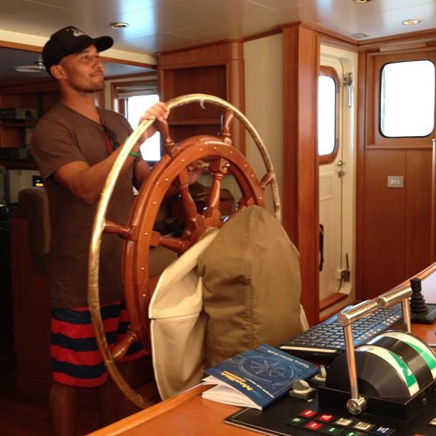 Fred Pattachia tirando onda de capitão.