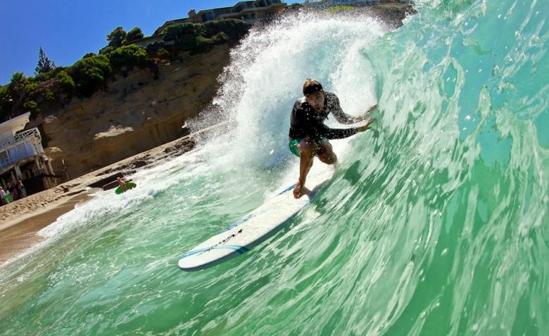 Tyler Stanaland, ex surfista profissional com sua prancha de brinquedo. Foto: Andre Magarao