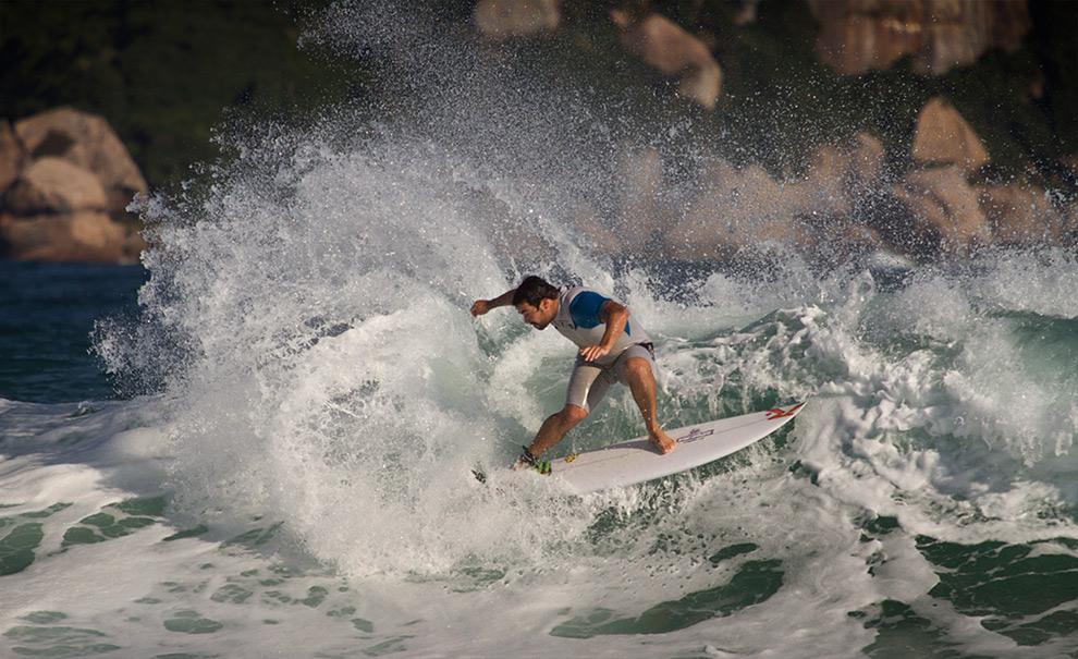 Willian Cardoso treinou durante a tarde para as triagens do campeonato, destruindo as ondas com a pressão que conhecemos em seu estilo. Foto: Myara