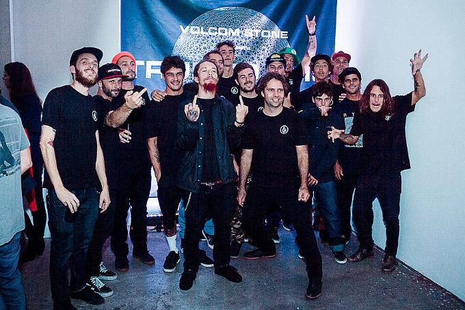 Família Volcom: o patrão Diego Motta e grande parte da crew, devidamente uniformizados para a ocasião. Foto: I Hate Flash