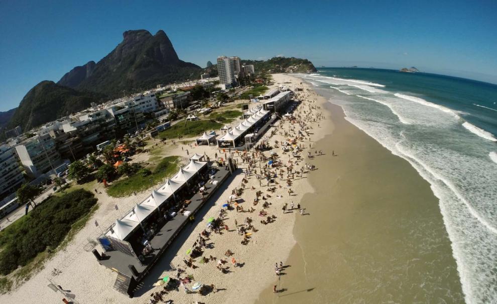 Ainda de manhãzinha, o público presente nas areias do Postinho já era considerável. Mesmo em uma segunda-feira, a praia lotou à tarde. Foto: Roberto Rosset