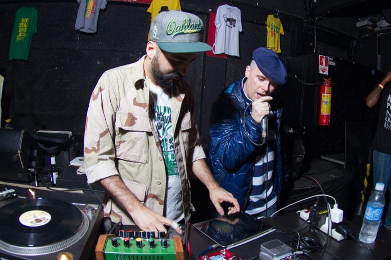 O setlist ficou a cargo de MPC, que soltava as bases de muitas das grandes faixas de YT, inclusive a Sound System Culture, gravada originalmente com MPC no estúdio do Digitaldubs, no Rio.
