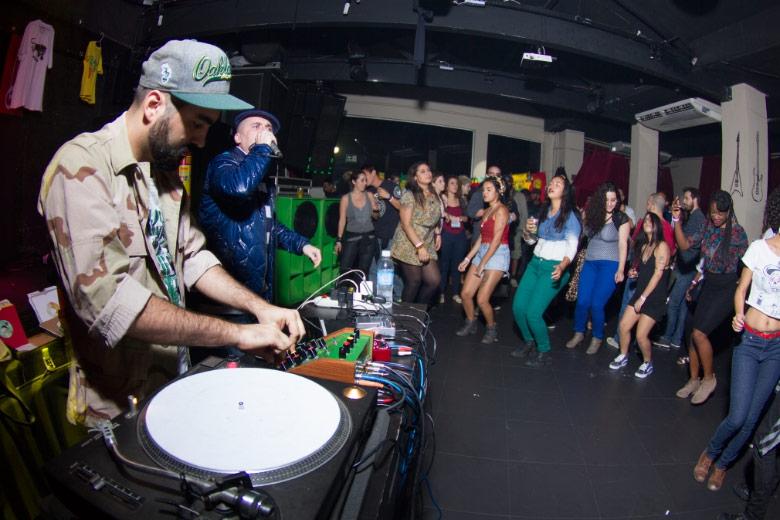 MPC e o MC inglês YT, que voltou ao RJ para a última apresentação da sua turnê sul-americana. Fotos: Radio Layback
