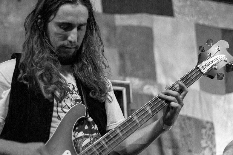 Anthony Meier, o baixista da formação atual do Radio Moscow. Foto: Radio Layback