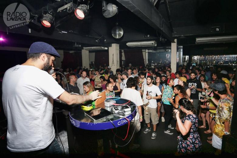 MPC do Digitaldubs no início da noite dando o pontapé inicial de mais uma grande noite. Foto: Radio Layback