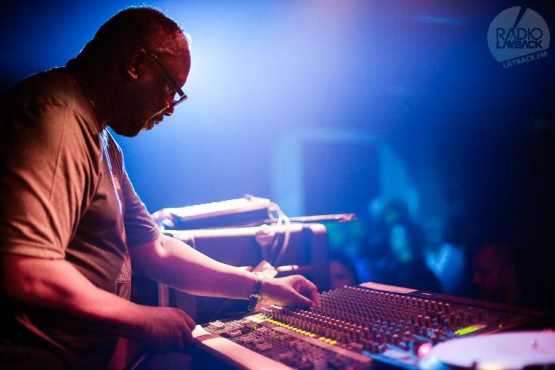 O professor durante a sua aula de dub. Foto: Radio Layback