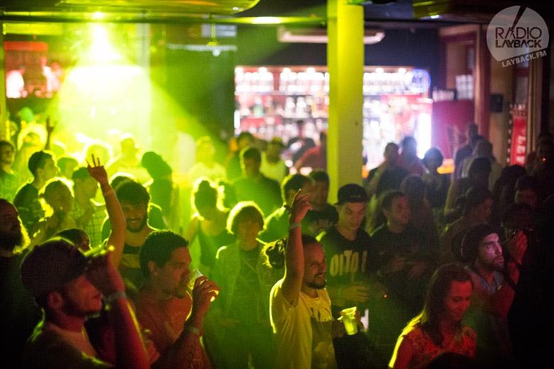 Leviano Bar de casa cheia com a galera marcando presença pra ver a lenda Ranking Joe ao vivo. Foto: Radio Layback