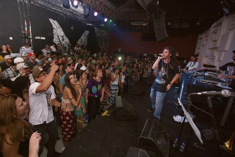 O Cidade Verde Sounds apresentou o novo single Viver Como Um Só, que foi muito bem recebido pela galera presente. Foto: Radio Layback