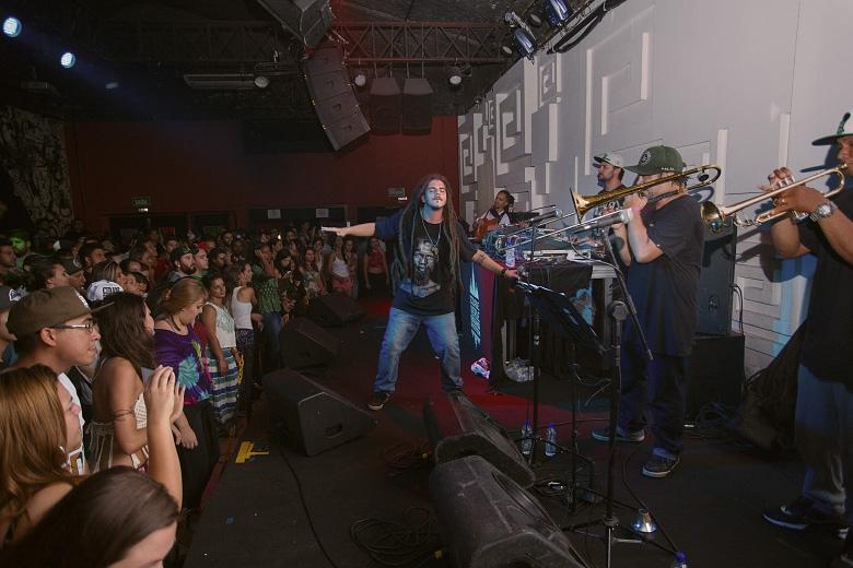 Guilherme Adonai e Paulo Dubmastor tocando a festa no Da Leoni. Foto: Radio Layback