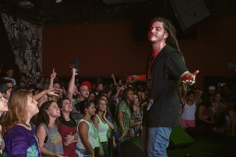 Adonai e a resposta positiva do público presente. Foto: Radio Layback
