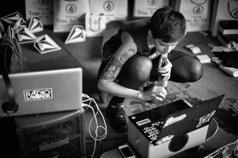 A DJ Priscila Dau fez um set porrada pra Radio Layback ao vivo. Foto: Layback