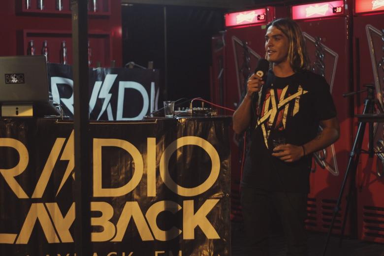 Dávio discursando antes da estreia. Foto: Hugo Carmo