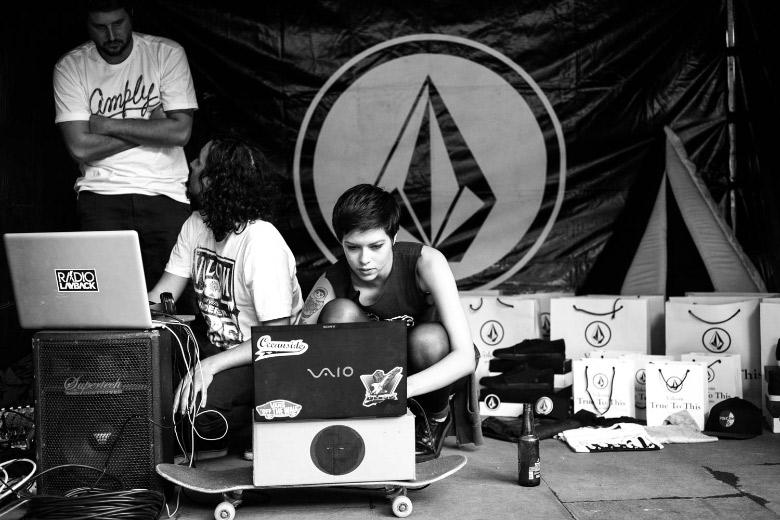 Radio Layback marcando presença com a sonzeira e transmissão ao vivo em Layback.FM. Foto: Fabiano Rodrigues