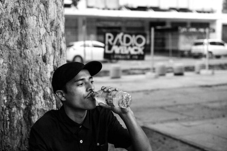 Akira Shiroma hidratando. Foto: Fabiano Rodrigues