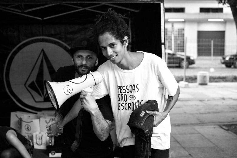 Lorran Freitas, o Sujinho, negociando com Ragueb. Foto: Fabiano Rodrigues