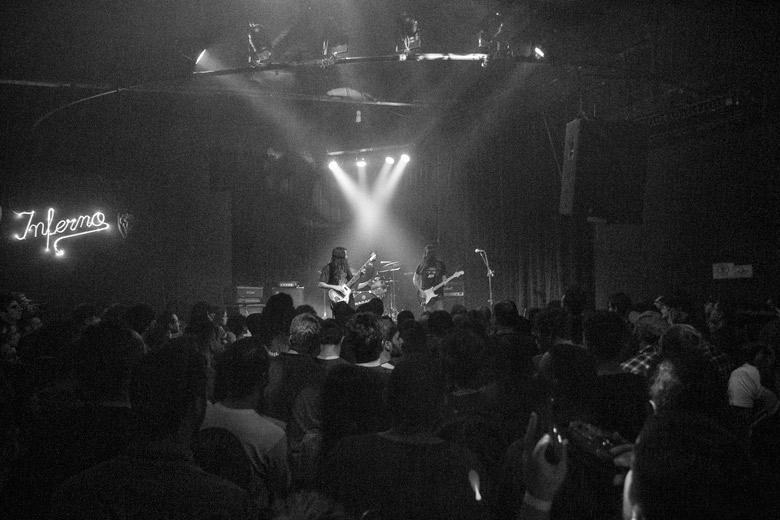 Inferno Clubo lotado para ver os californianos. Foto: Radio Layback