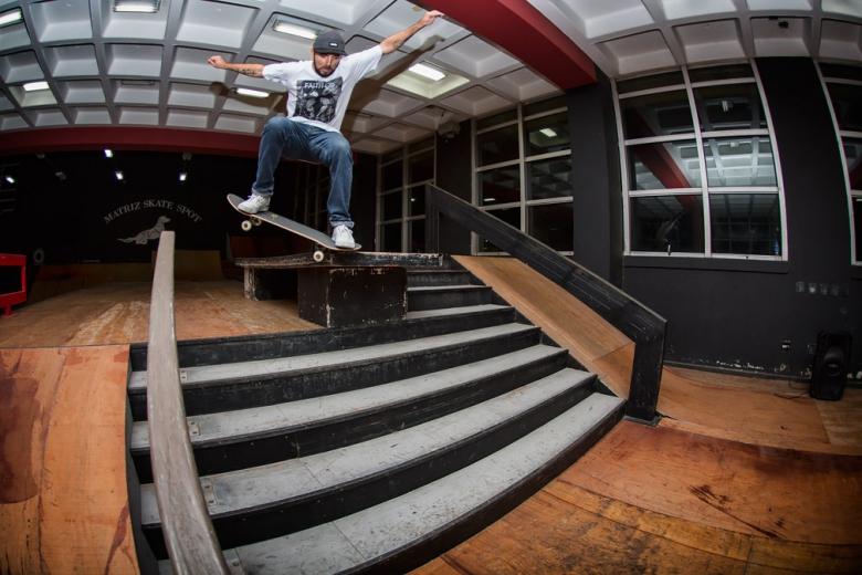Enxaqueca, Bs Crooks varando a escadaria no talento. Foto: Myara/Layback