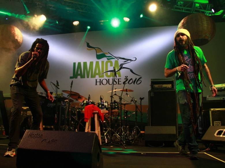 Jeru Banto e Jota 3 do Digitaldubs na Jamaica House. Foto: Elza Cohen