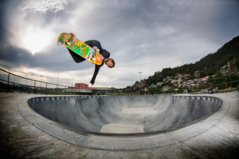 Bs Air na parte funda do bowl da Costeira. Foto: Layback