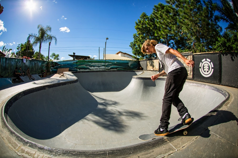Zene Sachs num Bs Smith style na Konig House. Foto: Layback